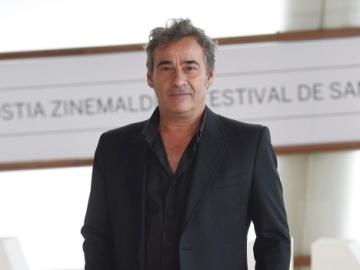 Eduard Fernández, Concha de Plata al mejor actor por su papel de Francisco Paesa en 'El Hombre de las Mil Caras'