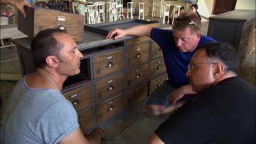 Jeff recibe un cargamento de muebles podridos