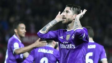 Sergio Ramos celebra su gol al Sevilla.