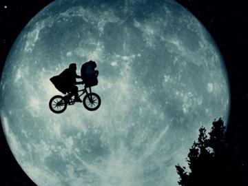 Frame 12.080221 de: Estados Unidos introduce los fenómenos extraterrestres en el cine