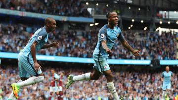 Sterling celebra su gol con el Manchester City en el Etihad