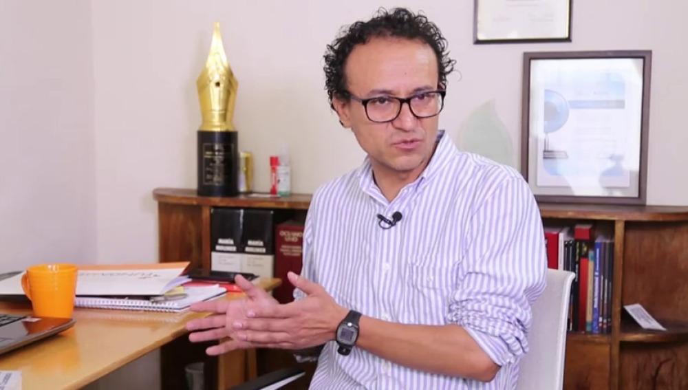 """Frame 80.504353 de: """"Ecuador gasta 243 millones de dólares en un proyecto insignificante"""""""