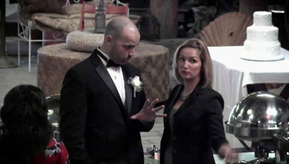 Frame 217.170638 de: Organizan una boda de mentira para pillar a su empleada